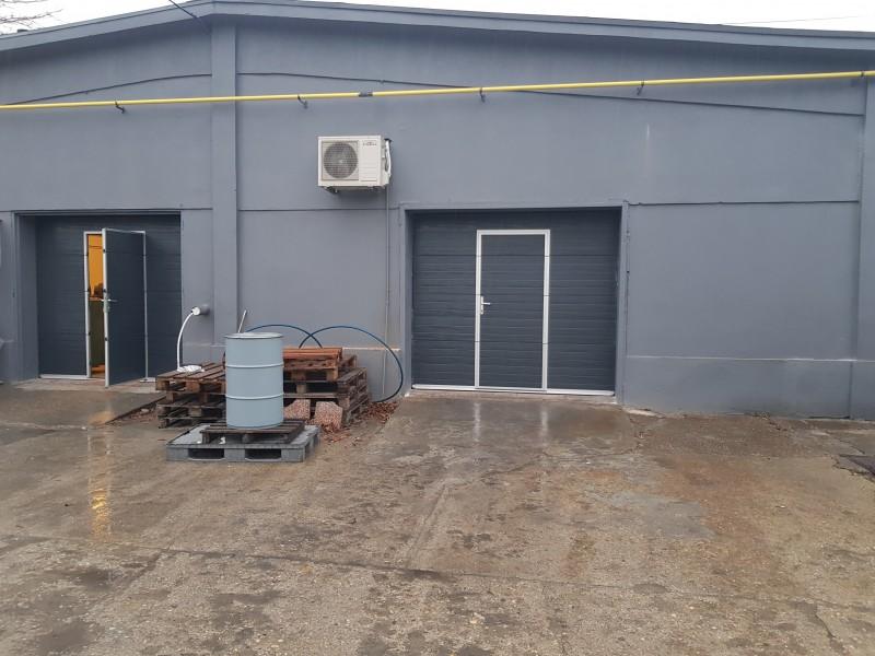 DITEC iparikapu Csepeli csarnokba, 2 db ipari kapu telepìtèsünk szemèlyi közlekedő ajtòval.