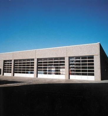 DITEC iparikapu Elvárás volt a fényáteresztés a csarnokban, megoldva